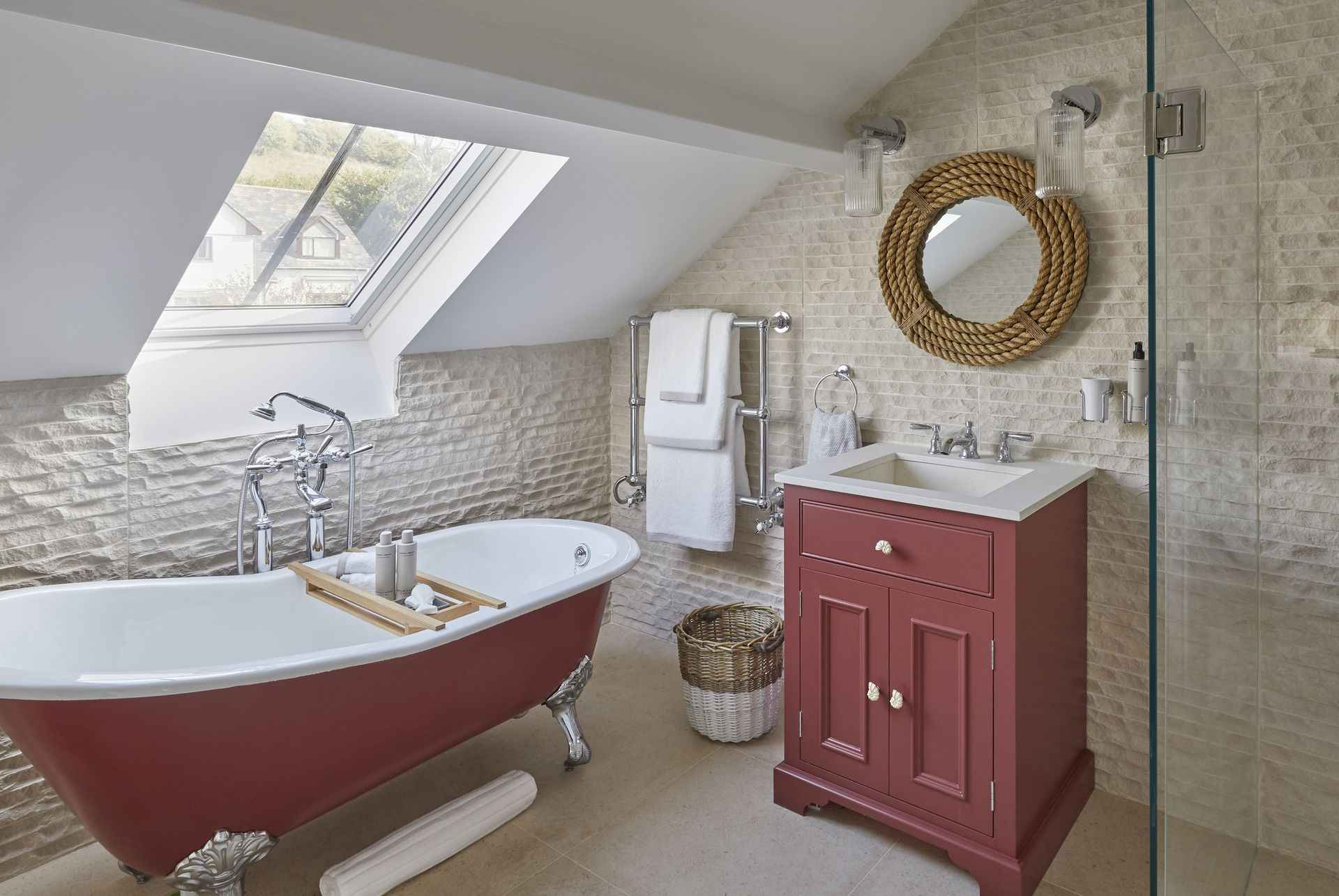 En suite to the pink room at Mountain Ash House