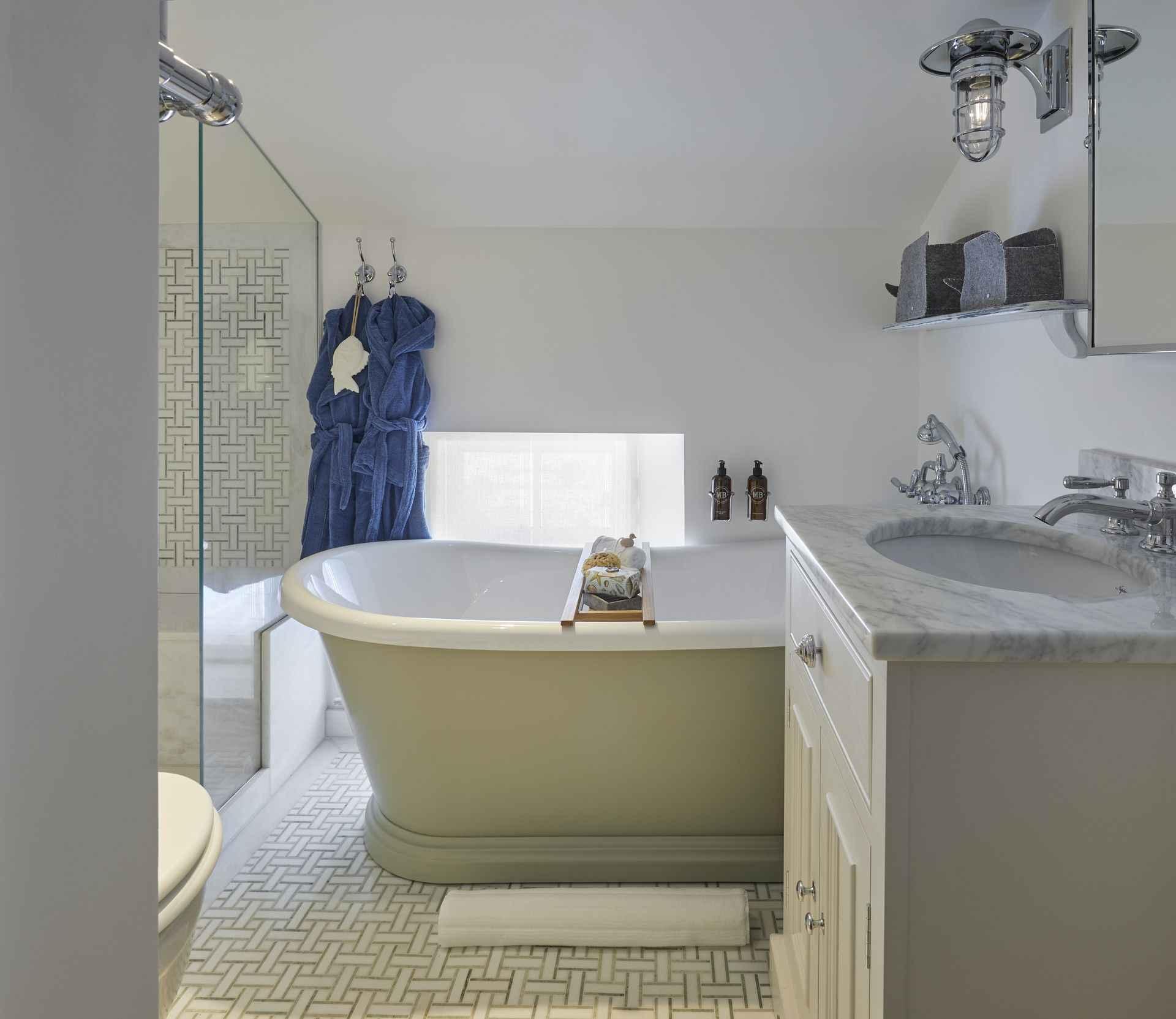 En suite bath at Mountain Ash House